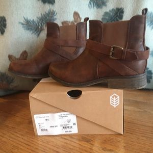 Ankle boots McLinden/ brown in original box.
